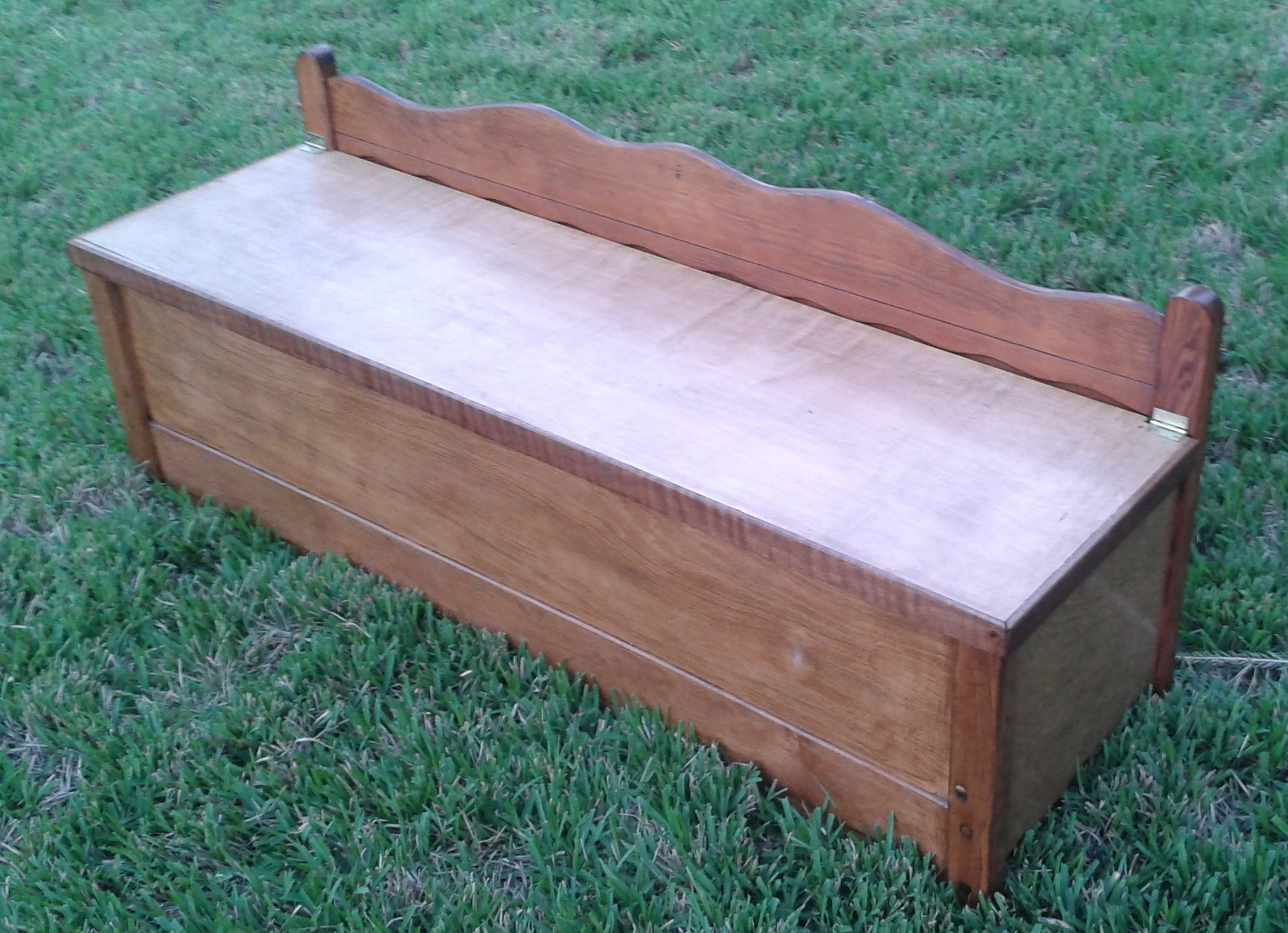 This Week In the Shop: Dining Bench Made from Upcycled Bed Frame